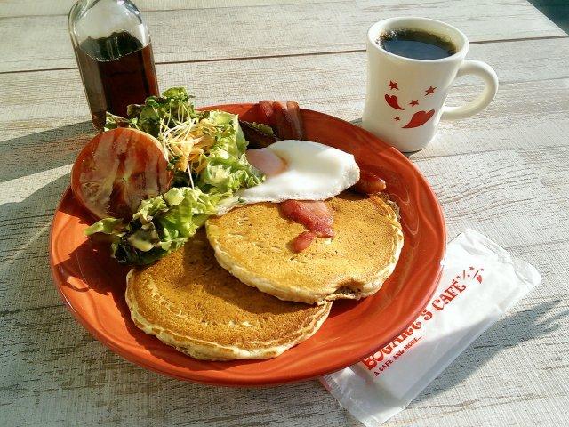 冬も快適な川辺のテラスで朝食!大阪・堂島のハワイアンカフェ