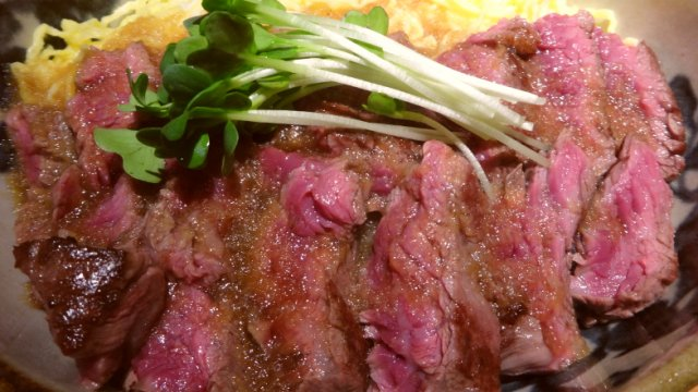 ステーキ丼が850円!平日ランチなら超お得な穴場の和食店