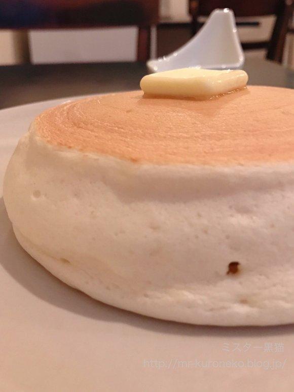 人気かき氷店で冬だけ登場!力を入れずに切れる、超絶ふわとろパンケーキ