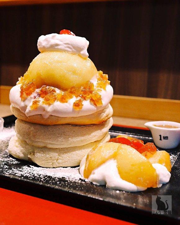 6日間限定!表参道のふわふわ米粉のパンケーキが人気のお店から桃登場