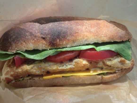 まさにサンドイッチロード!50m以内に並ぶ、パン好きが注目する3軒