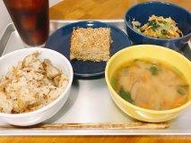 給食のおばちゃんが開いたカフェ!日替り給食と揚げパンは毎日食べたい味