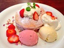 2月限定パンケーキ!胸ときめく苺とローズで幸せになるカフェ