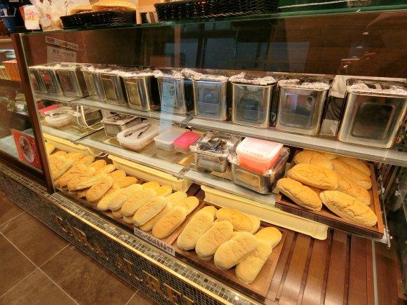 話題のコッペパン専門店!カーラ・アウレリアは出勤前の朝食にも使える店