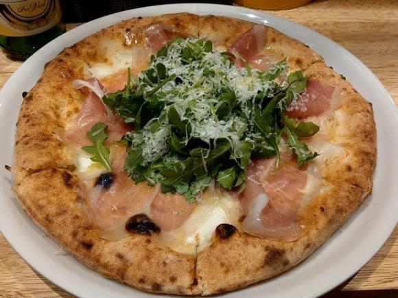 薪窯焼きナポリピッツァが800円~!ちょい飲みに最適な新ピッツェリア