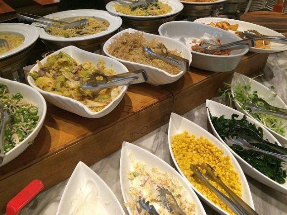 【新宿】次々焼き上がる窯焼き本格ピッツァが食べ放題のランチ