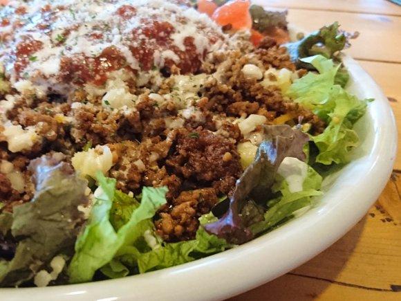 真田丸観光前に!挽肉とソースたっぷりでご飯が見えない大盛りタコライス