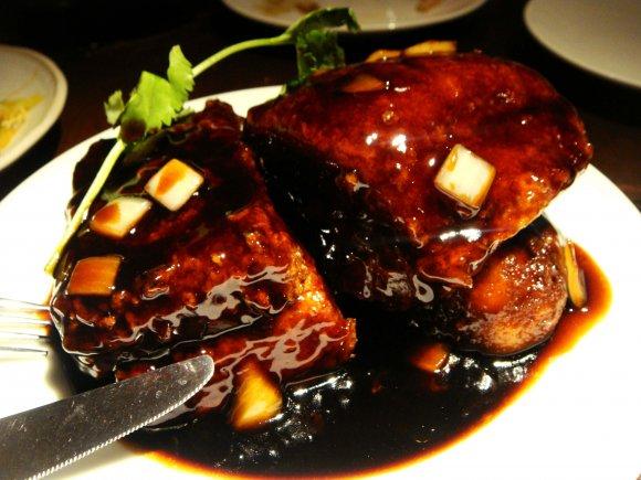 特大酢豚からカエル肉まで!様々な絶品肉が味わえる赤坂の名店
