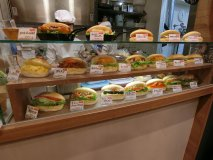 話題の東京ミッドタウン日比谷で超人気!ふわっふわのコッペパン