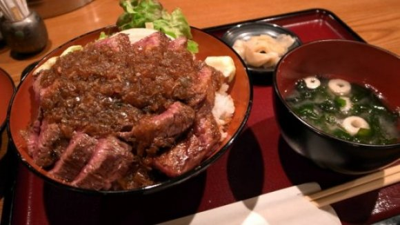 新世界で「本当に旨い串カツ」を食べるなら!関西人お墨付きの名店6軒