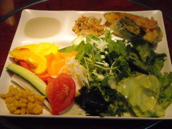 ビタミン補給の最強手段!野菜たっぷりのランチバイキング5選