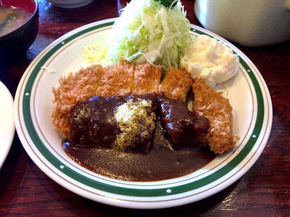 行列してでも食べたい!洋食屋のデミグラスソースのカツレツ定食@四ツ谷