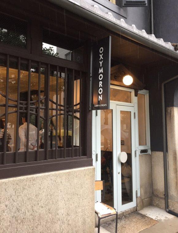 人気カフェ「オクシモロン」が北浜に上陸!話題の絶品カレーとスイーツを