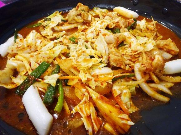 大阪でチーズタッカルビが味わえる!benibeniで本場韓国料理を