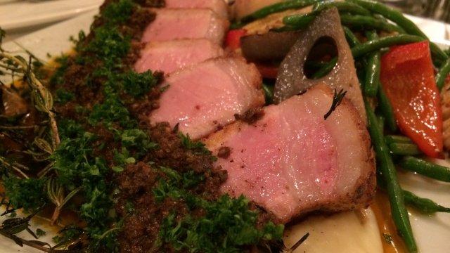 肉料理は迫力満点!ハイコスパにも驚く本格派フレンチビストロ
