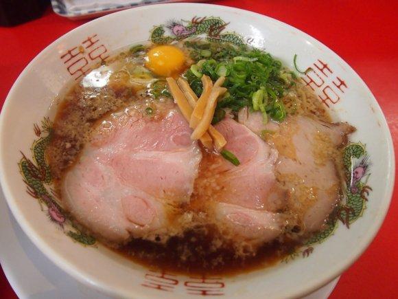 【丸岡商店】中華そばが650円!行列必至の人気の立ち食いラーメン店