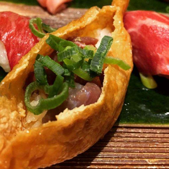 大阪梅田で肉三昧!極上の肉料理と海鮮をカジュアルに味わえる居酒屋