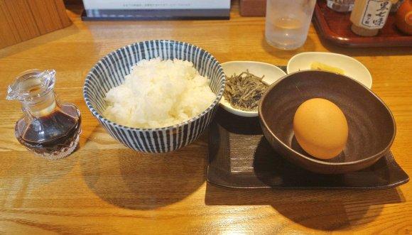 細麺と太麺が両方楽しめる!違いを堪能できる『神田勝本』名物のつけそば