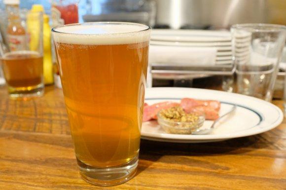 平日も11時から飲める!ビール好きもハンバーガー好きも大満足できる店