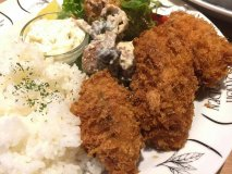 一口では食べられない大粒の牡蠣フライを満喫!昼酒もできる牡蠣専門店