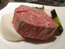 黒毛和牛の極厚シャトーブリアンを驚きの価格で!常に行列の人気焼肉店