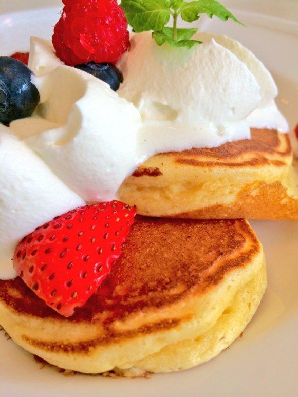 絶対オススメ!旬の苺2種を食べ比べできるパンケーキ@品川