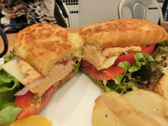 ボリューム満点!葉山で人気のサンドイッチが都内で味わえる店