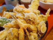 郊外だけど絶対行く価値あり!噂以上の味と量の海鮮天丼が凄い