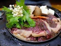 町田の馬肉専門店『柿島屋』で一杯!肉なべ・馬刺しと飲むビールは最高だ