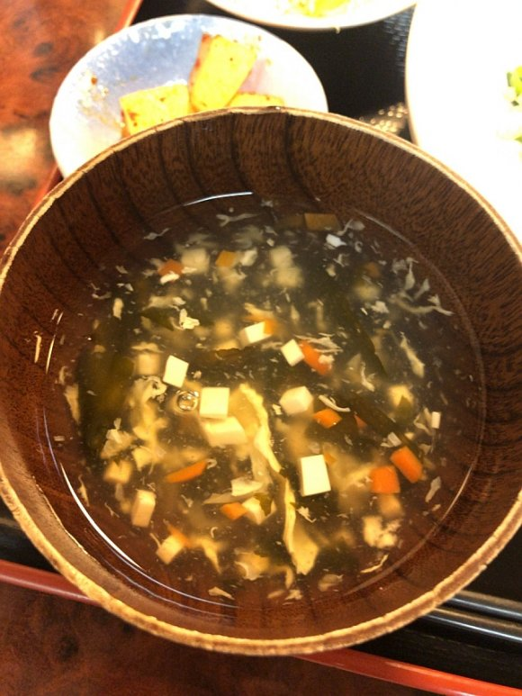 手加減なしのシビレと辛さ!寒い季節でも発汗必至の激辛「汁無担々麺」