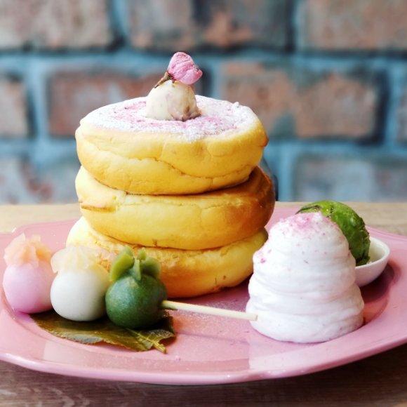 お花見気分が満喫できる!話題のお店の「さくら薫る春の和パンケーキ」