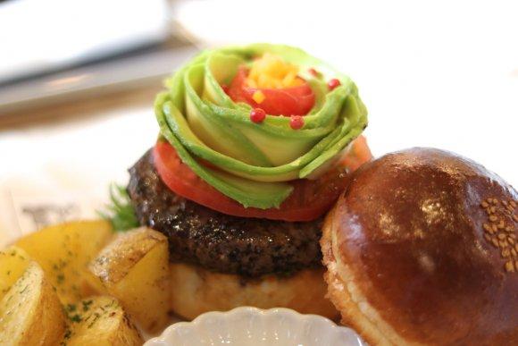 遠方から訪れる人も!創作バーガーが自慢の人気ハンバーガーレストラン