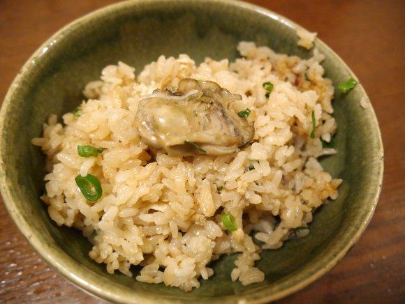 牡蠣と人気日本酒のコースが5000円!牡蠣食べ比べもできる海鮮居酒屋