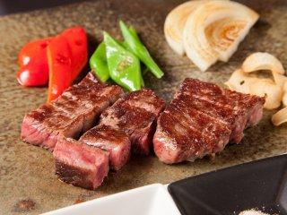 シェフが目の前で調理!最高級神戸ビーフをランチ限定でリーズナブルに