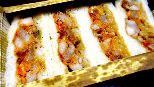 これが本当の親子丼サンド!軍鶏と古代豚の店のご飯も挟んだサンドイッチ