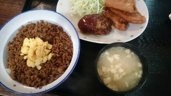 9割のお客さんが注文する名物・きまり丼!小樽ランチは海鮮だけじゃない
