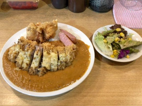 豚肉たっぷりスタミナカレーにスープカレー!食通が注目する都内のカレー