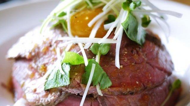 肉好きのハートを鷲掴み!話題の「ローストビーフ丼」記事5選