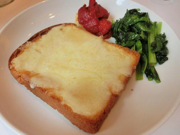 食欲を刺激する!日本初上陸したとろ~り卵のチーズパンが美味しすぎる