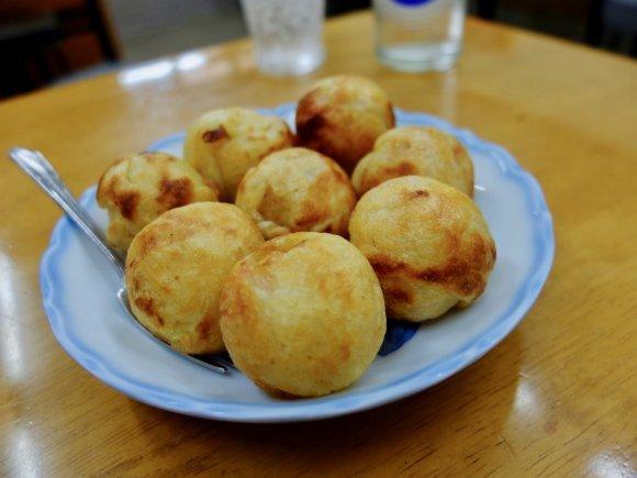 キムチサンドに素焼きのたこ焼きも!大阪で一度は食べるべき逸品がある店