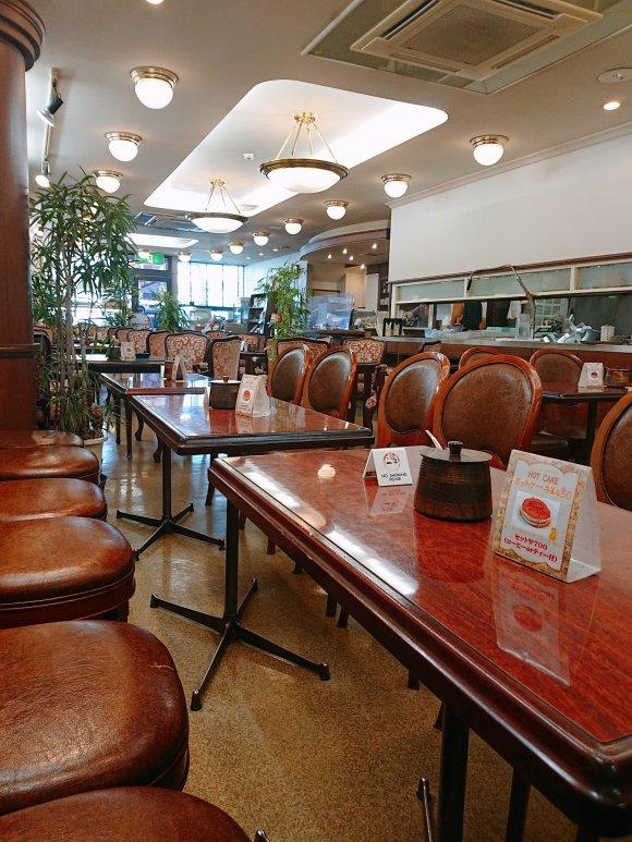 世界文化遺産近くの老舗ベーカリーカフェで味わうボリュームモーニング