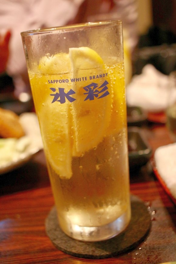 小岩の人気店で味わう!揚げ具合が抜群な素揚げと名物・最強レモンサワー