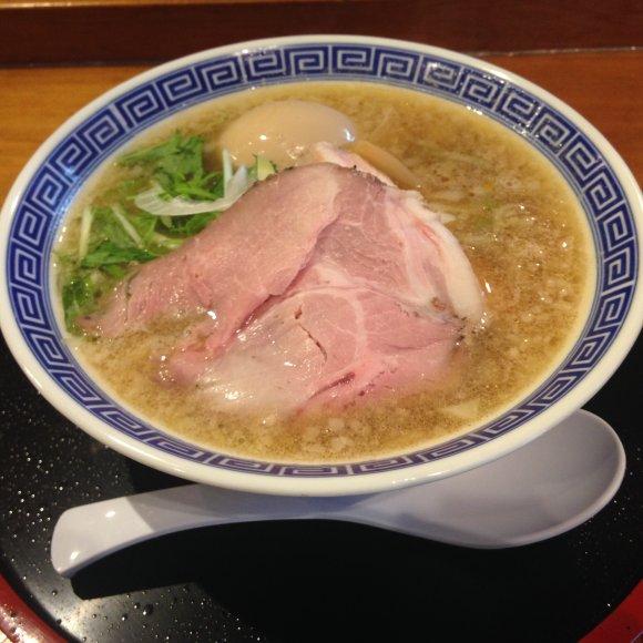 秘密にしておきたい名店!鶏と魚の旨味が広がる街の中華そば
