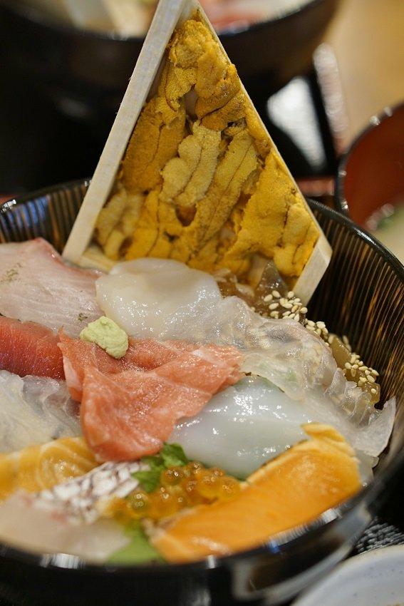 スーパー海鮮丼は文句なしにウマい!魚介メニューが自慢のお店