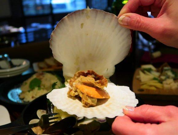品川駅直結!カロリー控えめで見た目も華やかな貝フレンチが楽しめる店