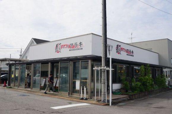 麺の量が多くて有名!自家製麺が旨い、開店前から行列ができるの麺専門店