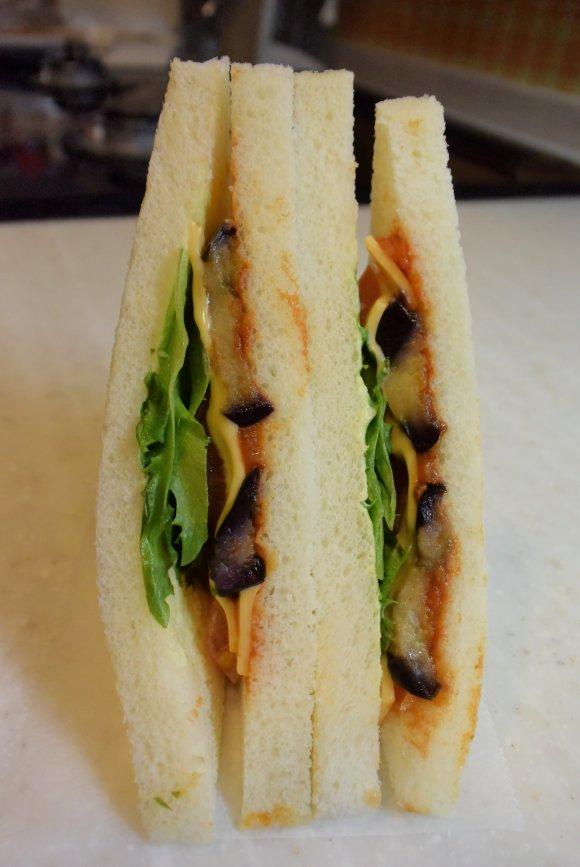 有楽町で多彩な本格サンドイッチがリーズナブルに頂けるカフェ