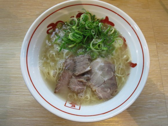 福岡旅行が100倍楽しくなる!地元民も通う美味しい酒場記事6選