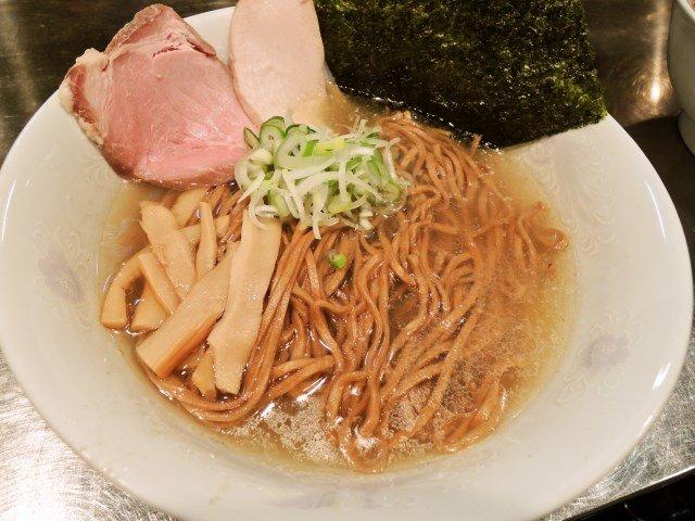 【上野】黒全粒粉麺が誕生!「さんじ」のラーメンは今こそ必食