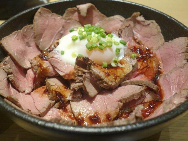 その分厚さは想像以上!濃厚な旨味を体験できるローストビーフ丼@アキバ